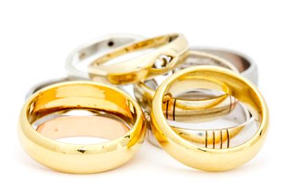 Vendere oro in gioielleria o compro oro